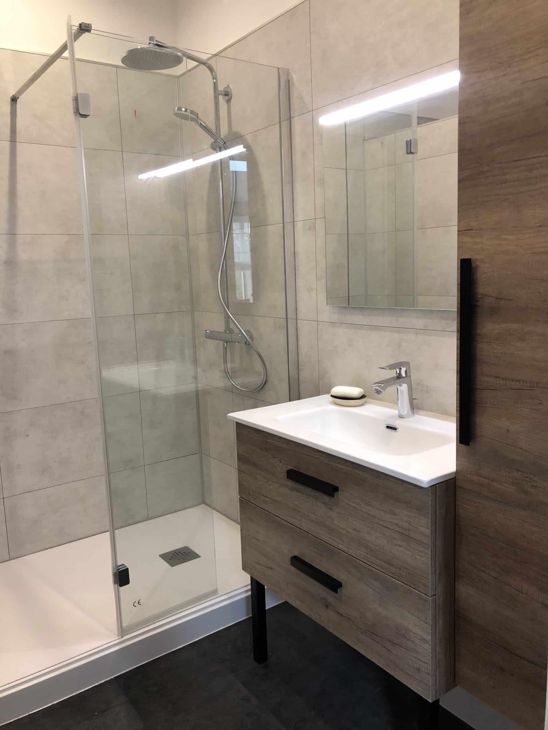 Rénovation salle de bain moderne douche italienne meuble vasque