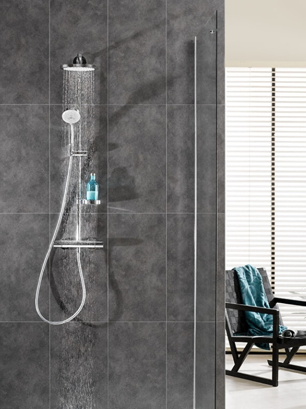 Rénovation mur salle de bain moderne